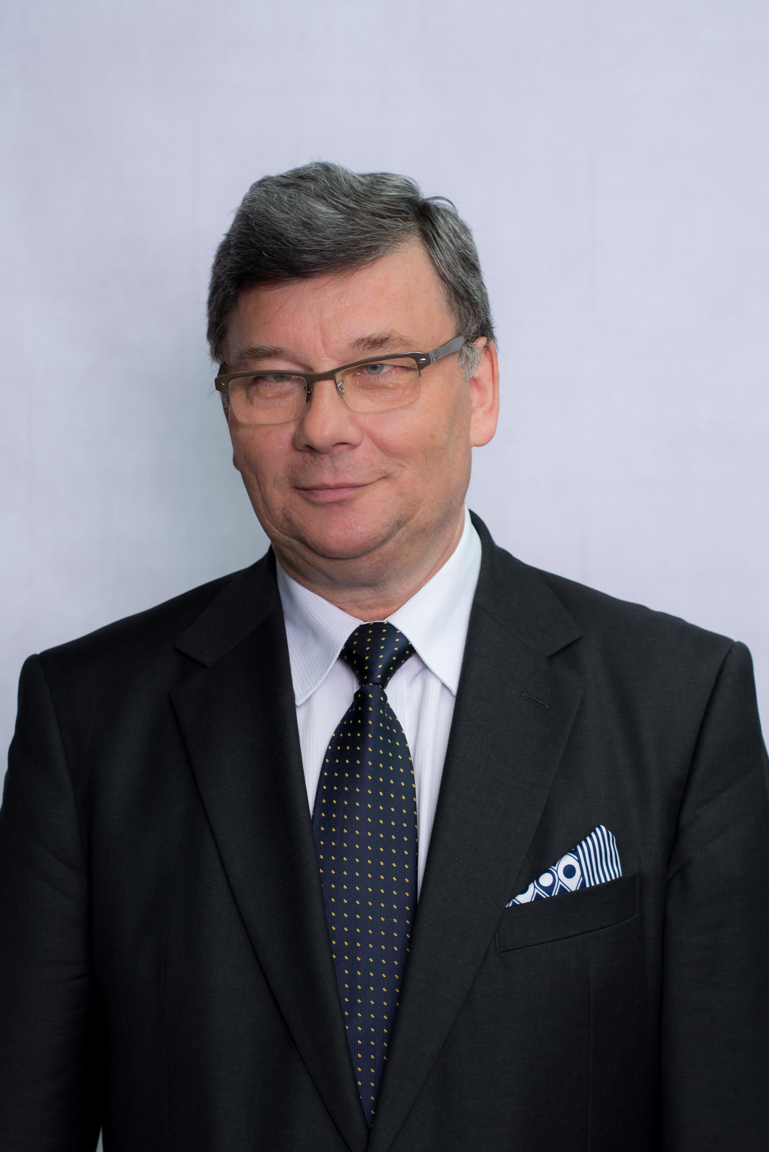 Prof. Jerzy Boehlke, dziekan@econ.uni.torun.pl office tel. no. +48 56 611-4608
